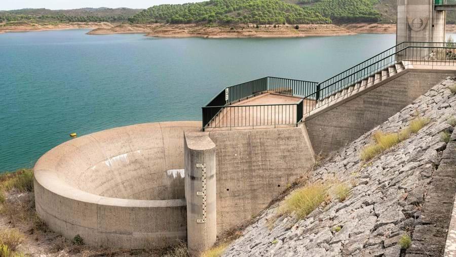 Santa Clara, no rio Mira, concelho de Odemira, regista 42%. A média para esta barragem, nesta altura do ano, é de 72%
