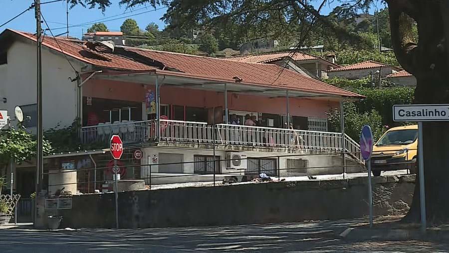 Fogo destrói cobertura de restaurante em Felgueiras