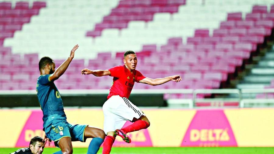 Carlos Vinícius bisou na partida, com dois golos obtidos na raça