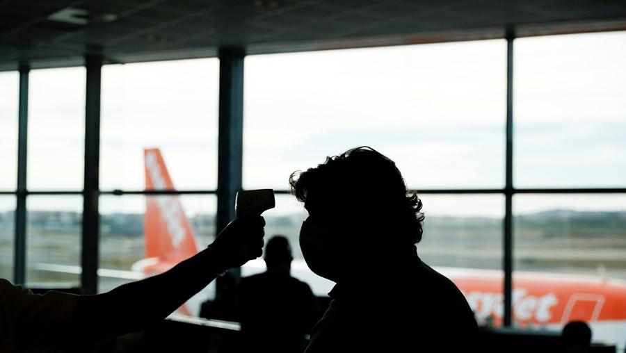 Controlo da temperatura à chegada ao aeroporto