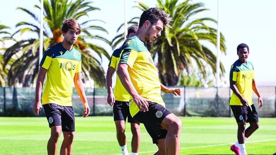 Pote em ação com bola durante o estágio do Sporting no Algarve