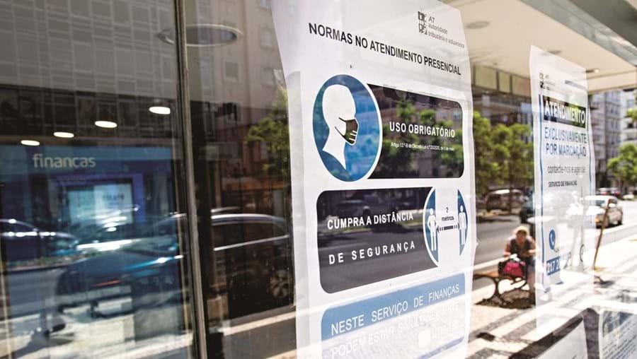 """A mobilidade dos funcionários ficará limitada, segundo o Governo, a """"situações sanitárias"""" que resultem da pandemia de Covid-19"""