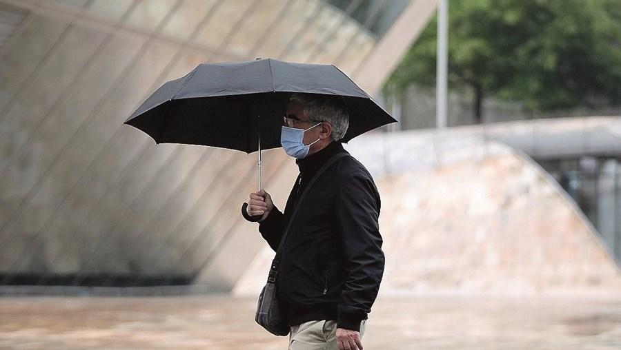 Precipitação estende-se de Sul para Norte a partir da tarde de domingo