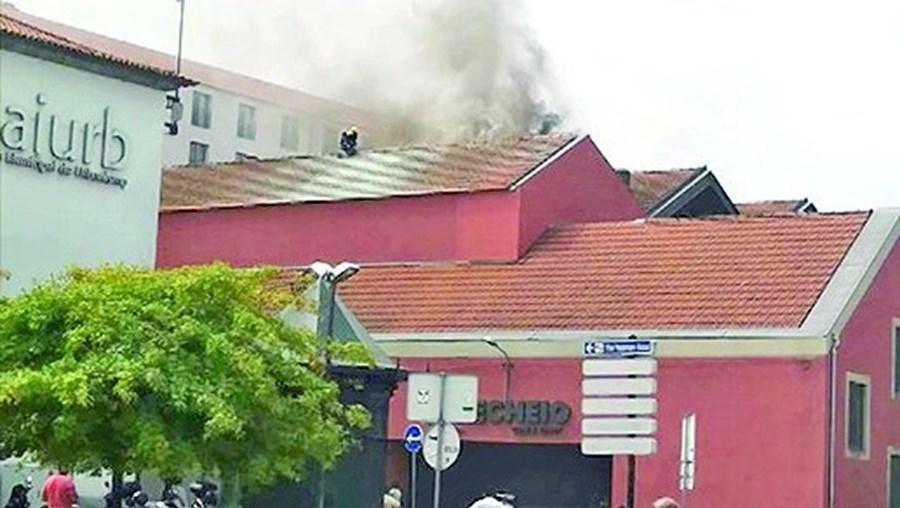 Incêndio começou em conduta