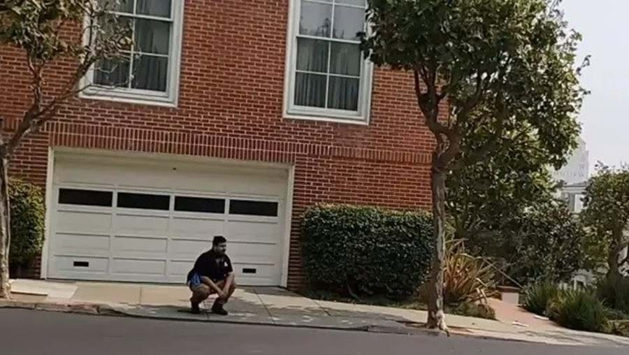 Youtuber filma-se a defecar à porta da casa de Nancy Pelosi