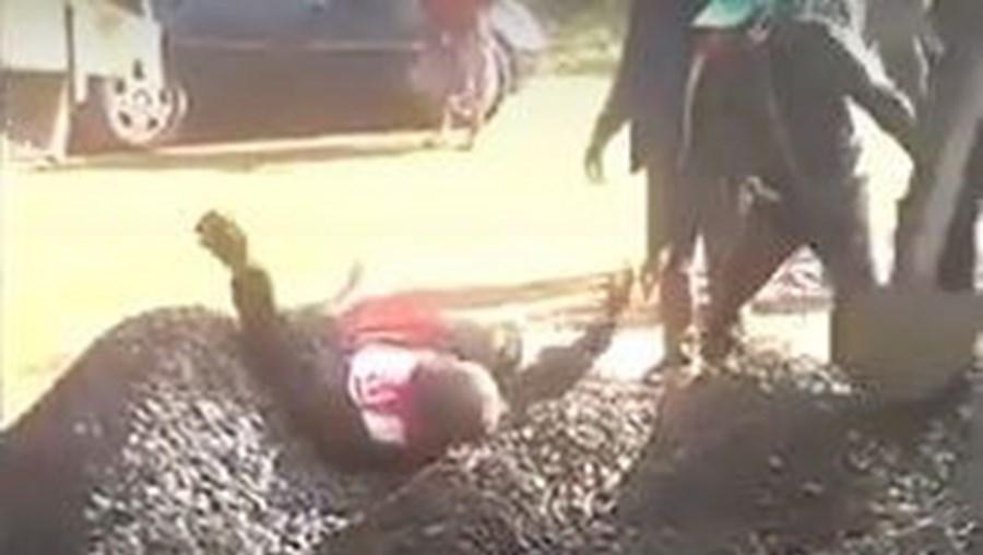 Homem enterrado vivo por acidente durante três minutos