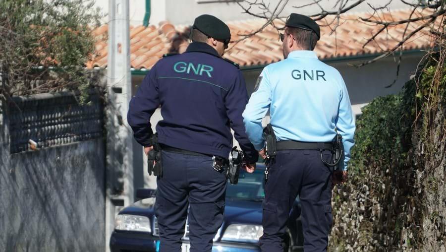 Dois homens apanhados por burlas e tráfico de droga em Loulé