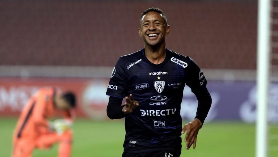 Gabriel Torres celebra após marcar na Taça Libertadores