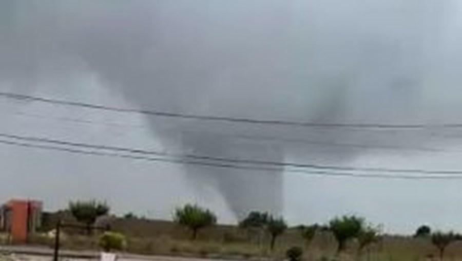 Tornado deixa rasto de destruição em Palmela