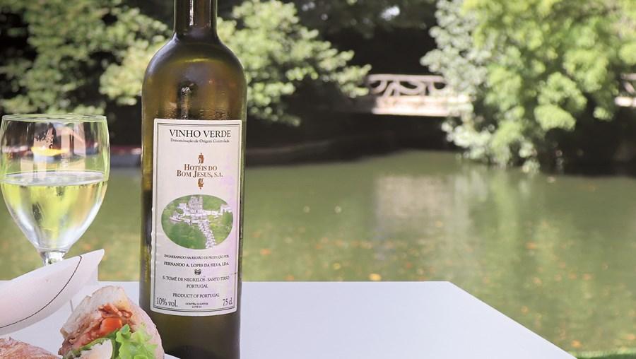 Petiscos e vinho verde