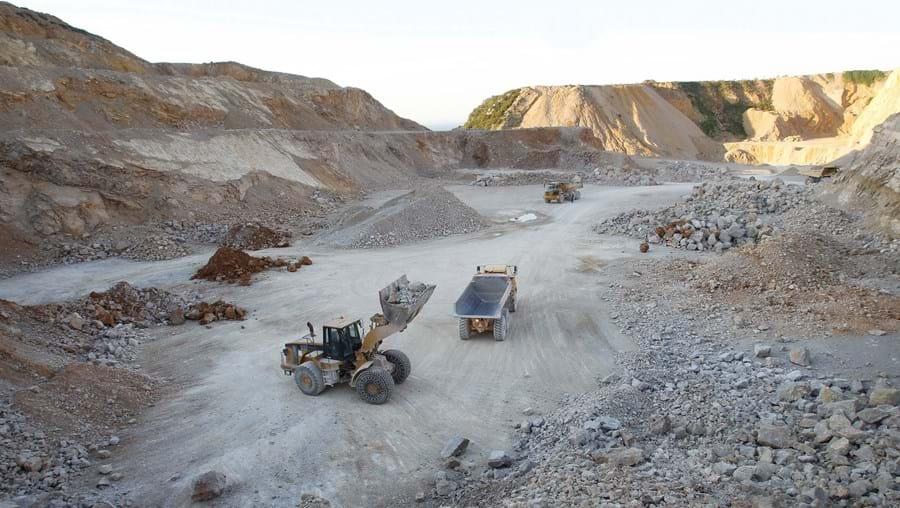 Pedreiras da Secil ficam na serra da Arrábida, em Setúbal, junto à fábrica de cimento do Outão