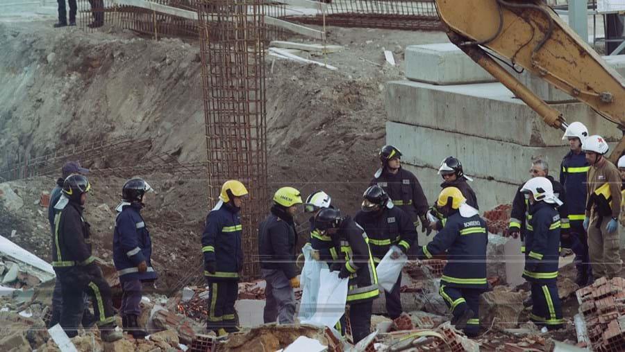 Queda de parede em Setúbal provocou a morte a 5 operários da construção civil