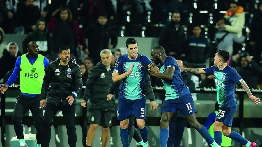 Moussa Marega, número 11 do FC Porto, abandonou o relvado do D. Afonso Henriques depois de ouvir insultos racistas