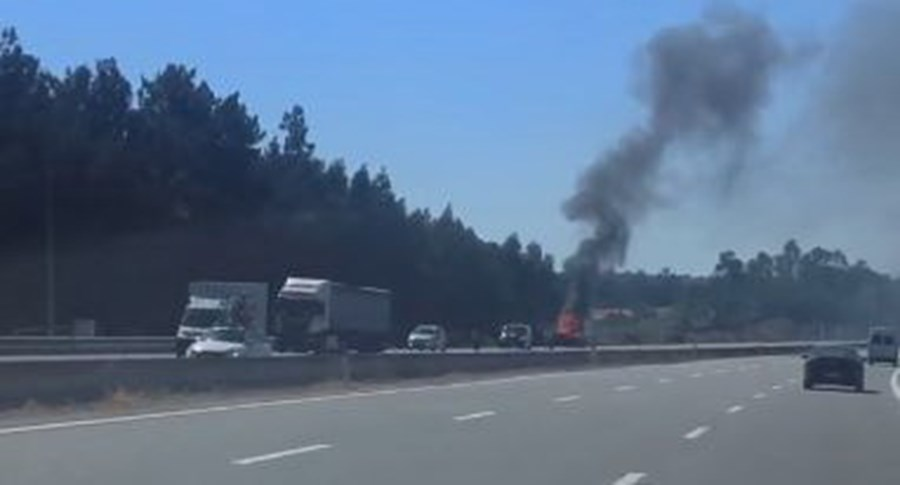 carro incendiado na A2