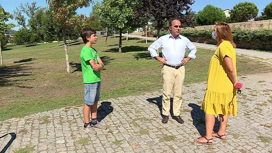 Artur Mesquita (ao centro) luta para que os filhos não frequentem a disciplina de Educação para a Cidadania