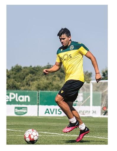 Acuña não participou no estágio de pré-época do Sporting e continua a trabalhar à parte
