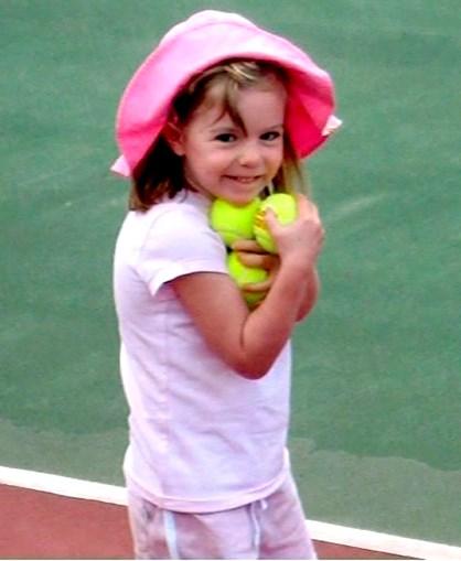 Maddie McCann , de três anos, desapareceu de um resort na praia da Luz, em Lagos, a 3 de maio de 2007
