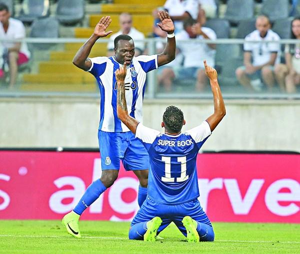 Aboubakar e Soares (de joelhos) estão no mercado