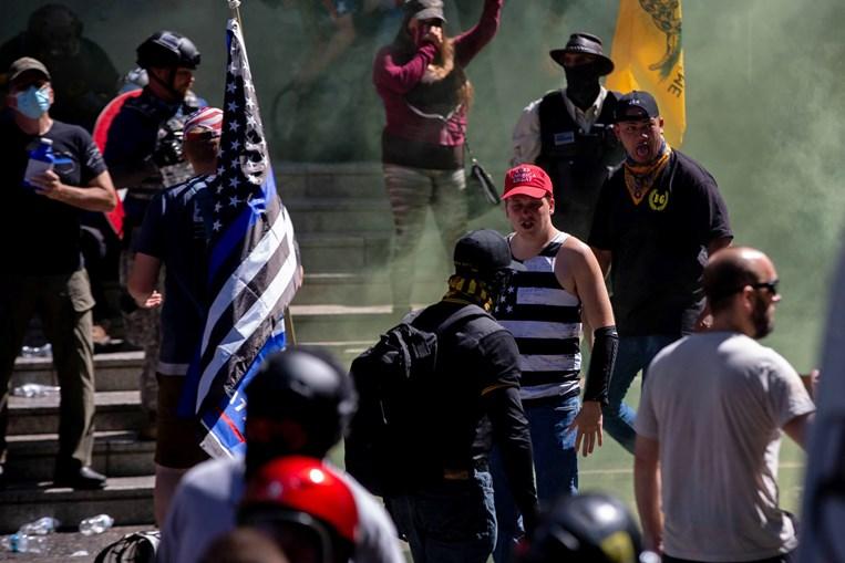 Grupo 'Patriot Prayer' está ligado à onda de violência nas últimas semanas em Portland, nos EUA