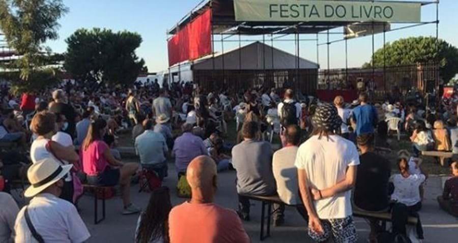 Público a assistir à atuação do humorista na festa do Avante!