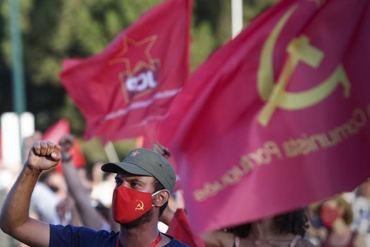 Militante do Partido Comunista Português durante o comício de encerramento da 44ª edição
