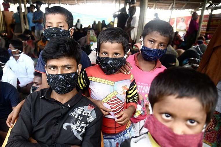 Quase 300 refugiados rohingya desembarcam na Indonésia