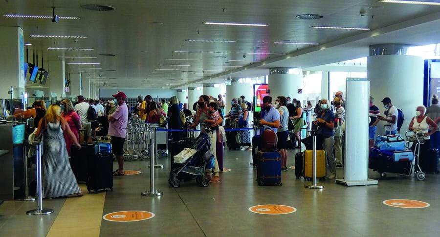 Turistas britânicos invadiram Aeroporto de Faro para poderem regressar ao Reino Unido