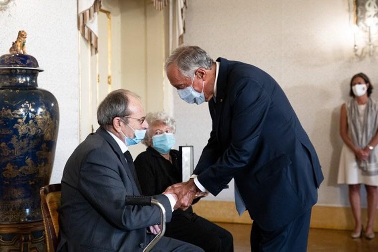Os pais Ofélia e Carlos Paião receberam as insígnias