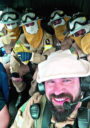 João Carraça com a equipa do GIPS da GNR no interior do helicóptero