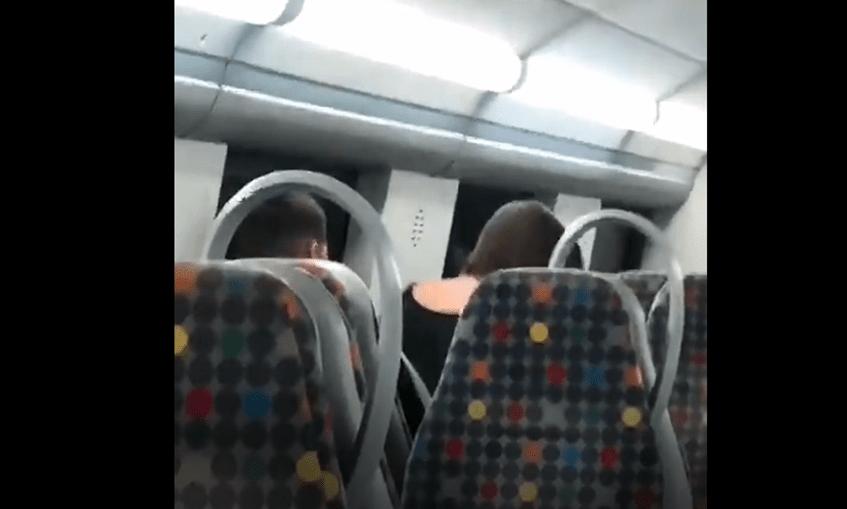 Trio de jovens apanhado a fazer sexo em comboio