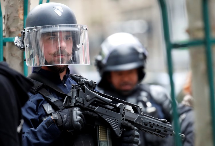 Ataque com faca em Paris