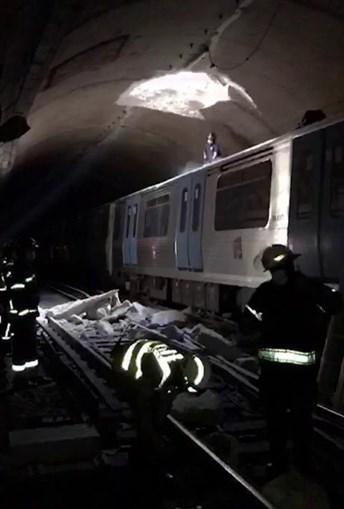 Imagens que falam por si: um buraco na galeria do metropolitano provocou um acidente ontem à tarde. Responsável da empresa diz que reparação é delicada
