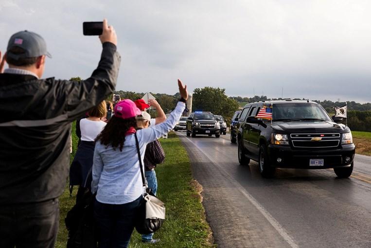 'Watch Party': apoiantes de Trump reúnem-se em festa sem máscaras para assistir a debate presidencial