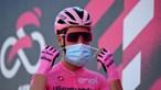 João Almeida segura camisola rosa na Volta a Itália