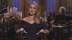 """""""Por causa das restrições da Covid-19 só pude viajar com metade de mim"""", Adele brinca com perda de peso"""