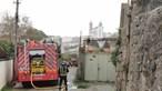 Incêndio destrói habitação no centro do Porto e deixa três pessoas desalojadas