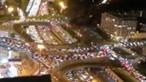 Ordem de confinamento em França causa filas de trânsito com mais de 700 quilómetros em Paris