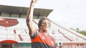 Antigo futebolista brasileiro Silva 'Batuta' morre aos 80 anos com Covid-19