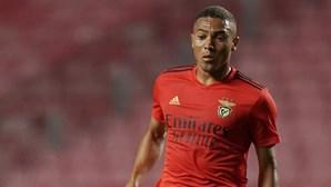Benfica oficializa saída de Carlos Vinícius para o Tottenham