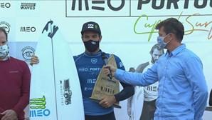 Frederico Morais vence campeão da Liga Mundial de Surf na Ericeira