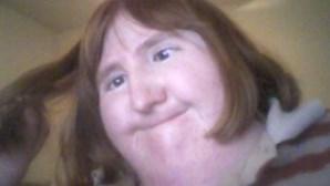 Mulher a quem foi dito que era 'demasiado feia' posta uma selfie todos os dias no Twitter durante um ano