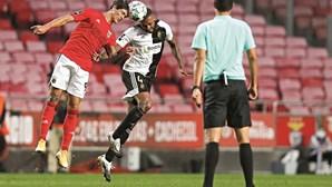Benfica isola-se na liderança após vitória frente ao Farense