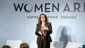"""""""Não fazemos ideia do que está dentro de um buraco negro"""": Andrea Ghez é uma das vencedoras do Nobel da Física"""
