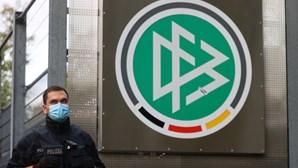 Polícia faz buscas na federação alemã de futebol por suspeita de fraude
