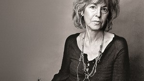 """A vantagem da poesia é que pode durar para sempre"", diz Louise Glück, vencedora do Nobel da Literatura"