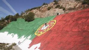 Bandeira gigante para apoiar seleção nacional em freguesia de Loulé