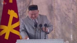 """""""Sinto muito"""": Kim Jong-un emociona-se e pede desculpa aos norte-coreanos"""