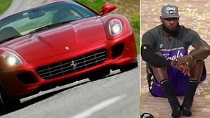 Campeão da NBA LeBron James tem garagem recheada de tesouros