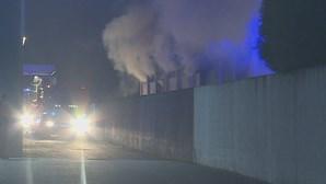 Perigo de explosão após incêndio em fábrica de cortiça na Feira