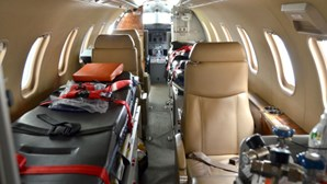 Ronaldo transportado por avião-ambulância para Turim após testar positivo à Covid-19
